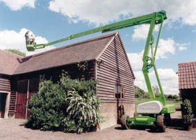 Access roofs for maintenance with a lift